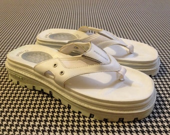 1990's, Skechers, lug sole, flip flops, in white leather and rubber, Women's size 7