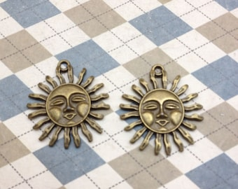 20 pcs of Antique Bronze Filigree Sun Charms Pendants 30x33mm