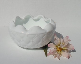 Vintage Indiana Milk Glass Quilted Ruffled Edge Bowl