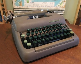 Professionally Serviced Vintage 1950s Smith Corona Clipper - Great Working Condition with New Ribbon