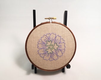 Hand-Embroidered Floral Wall Art. Embroidery hoop art. Spring decor. Embroidery on natural linen.
