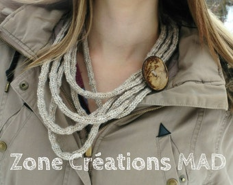 knitted necklace/ big button necklace