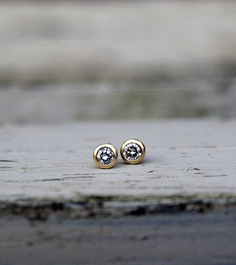 Small Diamond Stud Earrings 18ct Yellow Gold Diamond Earrings. Beautiful Rings. Unisex Wedding Rings. Diamond Engagement Rings For Women With Price. Climbing Earrings. Unusual Jewellery. Tribal Diamond. Religious Wedding Rings. Hugs Bracelet
