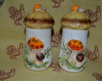 Vintage Sears Roebuck And Co. Mushroom Salt And Pepper Shaker Set