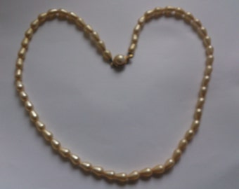Vintage pearl bead necklace