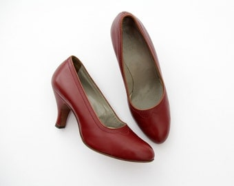 Vintage Shoes // BALLY Lipstick Red Leathe Pumps