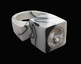 Vintage LUCITE retro rhinestone RING / black + white pink lucite ring / Vintage cubed black + white lucite ring size 6.5