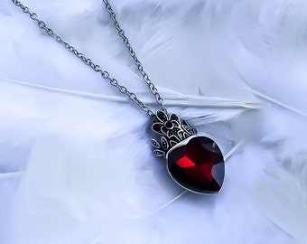 Queen of hearts necklace - Ruby Heart necklace - Fairytale pendant - Fantasy necklace - Red Queen Necklace - Heart pendant