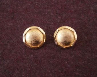 Earrings TRIFARI Crown Button Brushed Gold Round Vintage