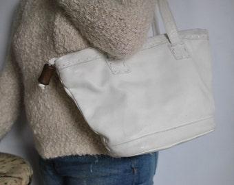 Vintage ITALIAN leather shoulder bag ....(385)