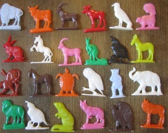 Miniature Animals Vintage Toy Cracker Jack Bubble Gum Cereal Prize Charms Plastic Craft Supply Lot Collectible Terrarium Diorama
