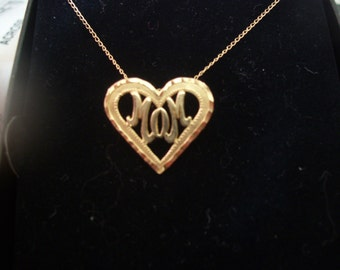 10 kt gold MOM Pendant with 18 inch chain
