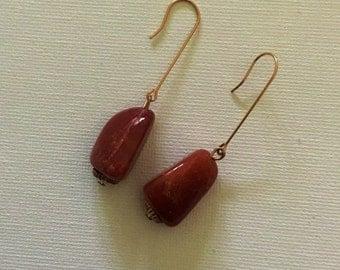 Stone drop earrings trim in gold tone.