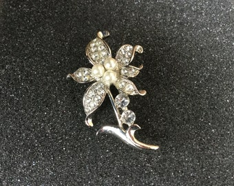 Vintage Silvertone Faux Pearl and Rhinestone Floral Brooch in MINT condition