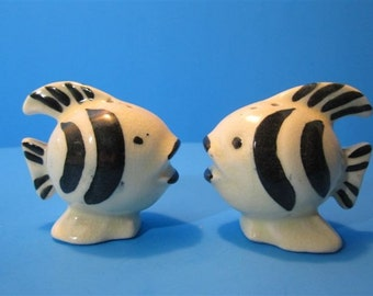 Vintage Ceramic Artistic Painted Fish Salt & Pepper Shakers Beach Ocean