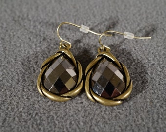 Vintage Art Deco Style Yellow Gold Tone Tear Drop Glass Stone Euro Wire Pierced Earrings Jewelry    K#35