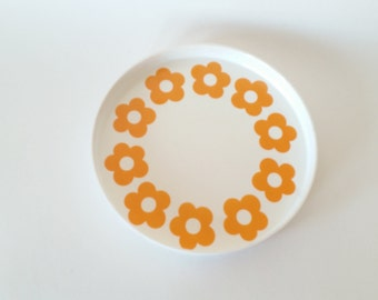 Retro 60s melamin tray daisy pattern- scandinavian modern design. Made in Sweden.