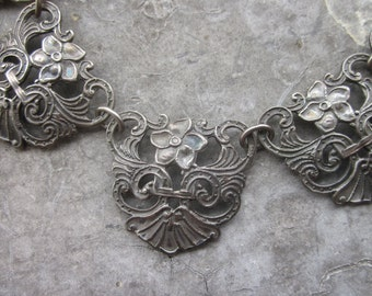 Vintage Repousse or Stamped Silvered Metal Necklace.