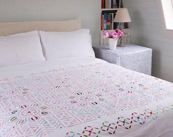 WHITE APPLIQUE BEDSPREAD – Multicoloured embroidered with mirror work - Design 4