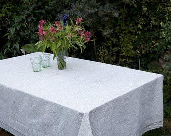 Block printed TABLECLOTH - Taupe grey and off white fine paisley design