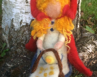 Tale of Little Red Riding Hood with wolf and grandma in carded wool, in waldorf style