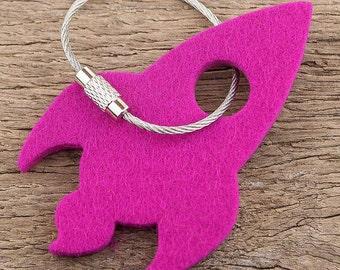 felt key chain rocket, pink, magenta, steel rope with screw cap