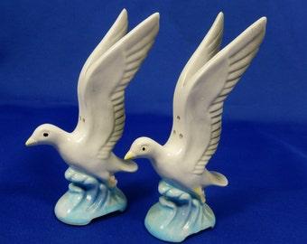 Vintage Flying Seagull or Pigeon Salt Pepper Shaker Set Ceramic