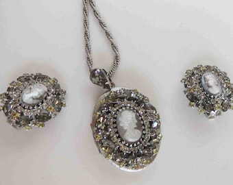 HOBE Cameo Locket Necklace and Earring Parure