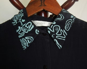 """Thrifted Xiner's Silk Brand Sleeveless Collared Button-Up // Original """"Melted"""" Screen Print Design on Collar in Light Teal // Size Small //"""