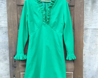 Vintage 60's Soft Long Sleeved Kelly Green Mod Mini Dress with Ruffled Collar