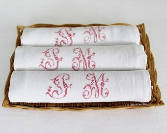 Monogrammed napkins. French vintage. Hand embroidered. French linen. P M . Red monogram. Antique napkins. Vintage napkins. White linen /D180