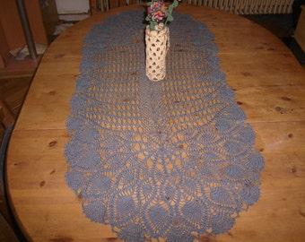 Table runner, crochet