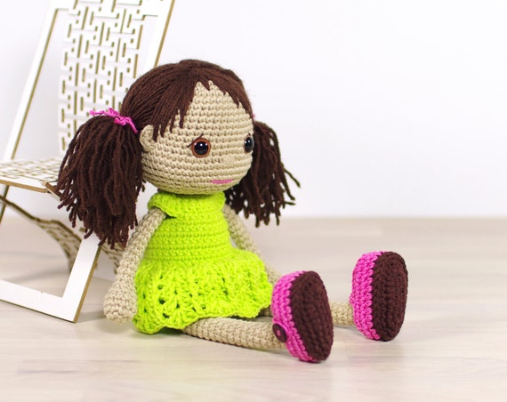Amigurumi Shoe Tutorial : PATTERN: Amigurumi doll with a removable dress and shoes