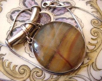 Vintage Banded Agate Calcedony Pendant, Silver, Great Cond. Beautifully Delicate Translucent Shades! Vintage Jewellery.