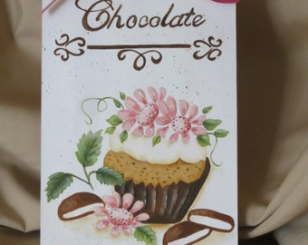 Daisy cupcake with chocolate mints on tag with base