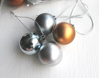 Wreath Making DIY Decoration Christmas Baubles Plastic Metallic Coloured Silver Pewter Copper Mini Plastic Baubles Gift Wrapping Matte