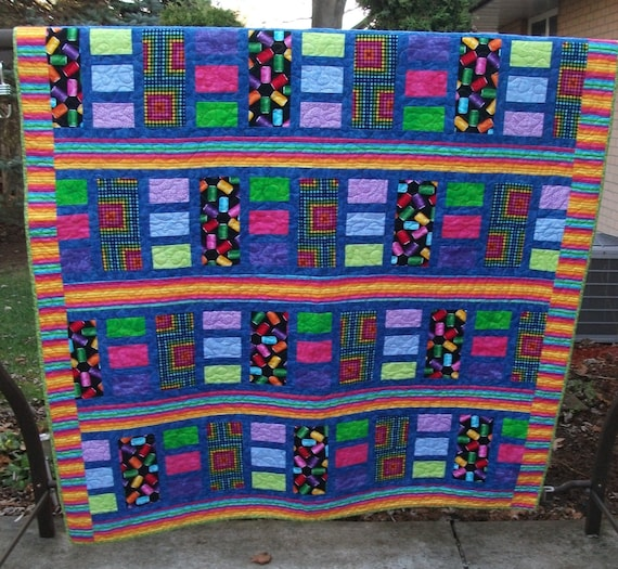 Colorful twin bed quilt