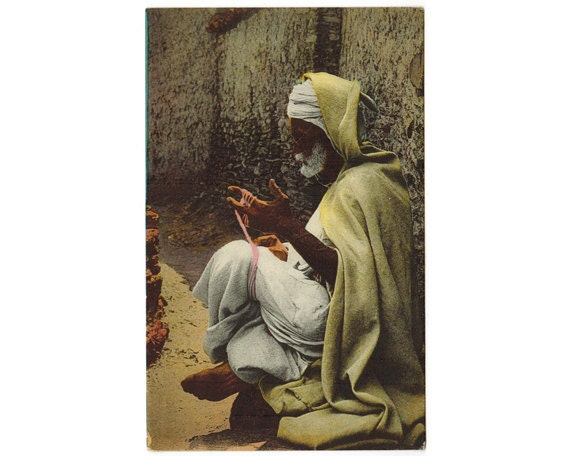 North african vintage postcard kabyle man making burnous for Decoration kabyle