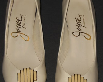 Vintage Off White Pumps Gold Trim 6 A Narrow Joyce Shoes Heels Made in USA