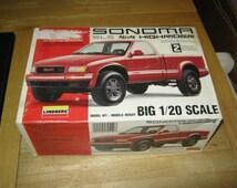 Lindberg GMC Sonoma SLS 4X4 Highrider 1/20 Scale Plastic vintage Model Kit unused Needs Assembly