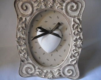 Picture oval Shabby style with heart made in plaster with floccule  OOAK