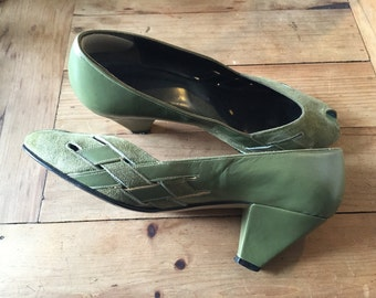 Kelly Green Leather Pumps High Heels With Suede Front Super 1960's Cuban Heel Italian Leather Size 7 37