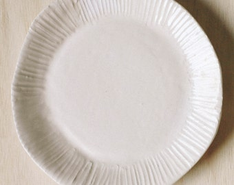 """10"""" textured dinner plate, lines"""