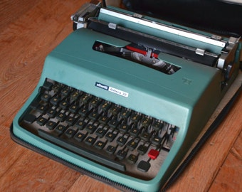 Vintage Typewriter - 1963 Light seagreen Olivetti Lettera 32 - Fully Sericed - Working Perfectly