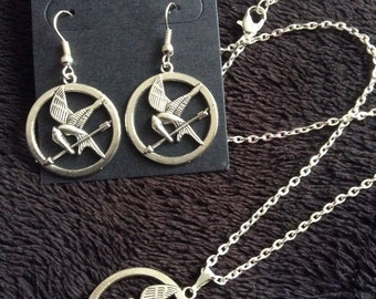 80p UK P&P handmade inspired Mockingjay *SET* earrings and necklace silver bird arrow UK Seller