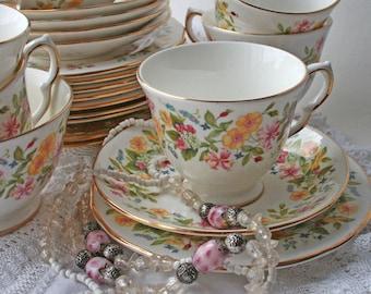 Colclough Teacup Trio Hedgerow Pattern 8682. 1970s Teacup, saucer, tea plate. Vintage bone china. English tea set