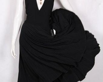 Marilyn Monroe dress black flared pleated size L