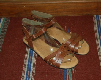 Women Size 8 1/2 Vintage Brown Woven Leather BOHO flats sandals