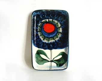 Art pottery pin or trinket dish with large abstract flower in bold colours