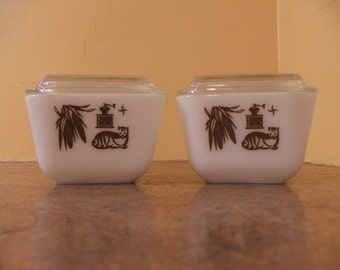 Set of Two (2) Vintage 1960s Pyrex Early American #501 Refrigerator Dishes with Lids